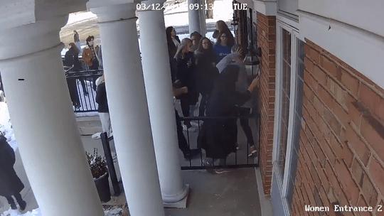 muslim AS selamatkan temannya ke masjid