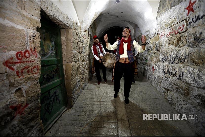 Traditional Palestinian 'mesaharaty'