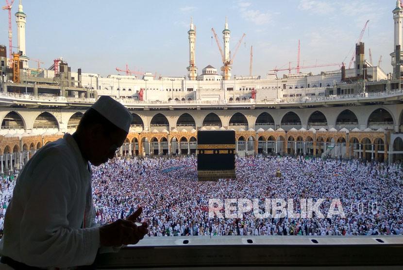 jamaah haji indonesia menghabiskan waktu untuk beribadah di masjidil 200311205314 840