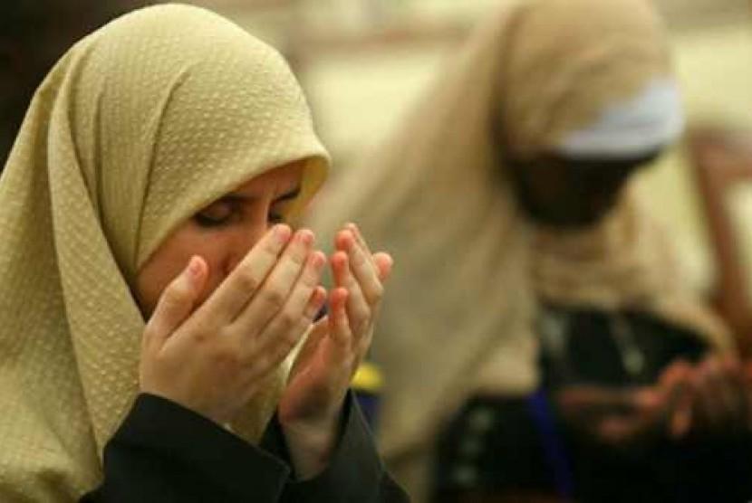 Mualaf Tengah Berdoa Ilustrasi 140915202951 955