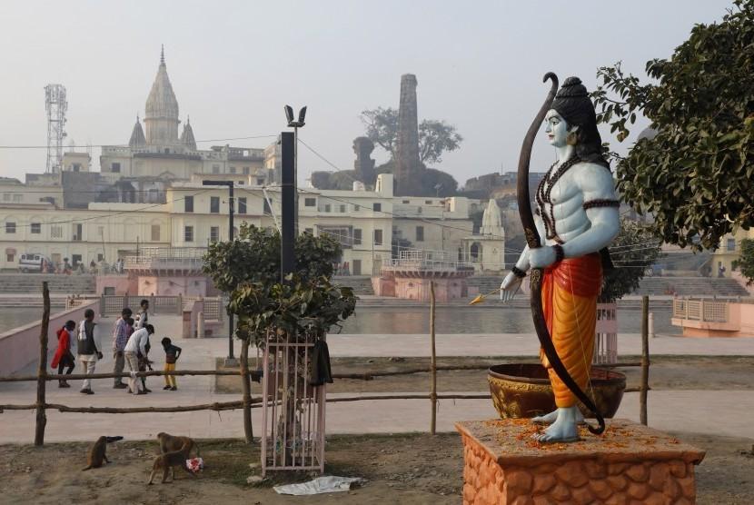 Patung Dewa Rama Berdiri Di Sebelah Sungai Serayu Di 191109175640 136