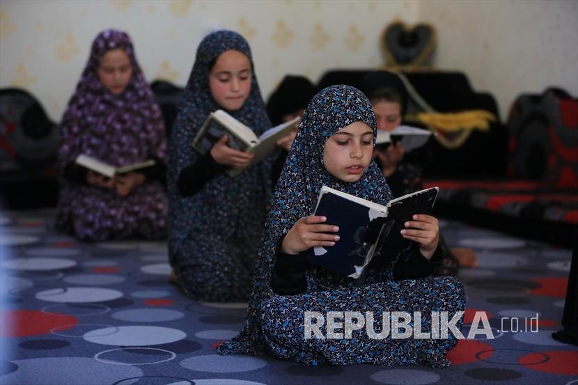 Anak Anak Palestina Belajar Membaca Alquran Di Rumah Setelah Masjid Masjid 200506152307 829