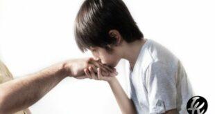 Mencium Tangan
