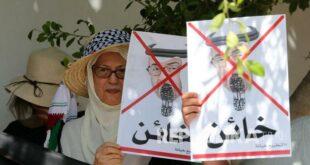 Pengunjuk Rasa Tunisia Memegang Potret Putra Mahkota Abu 200819135635 811