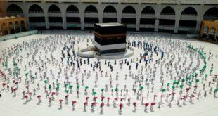 Ratusan Jamaah Haji Bertawaf Mengelilingi Kabah Dengan Menjaga Jarak 200729214610 564