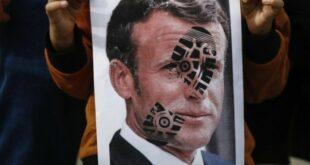 Macron dicap sepatu