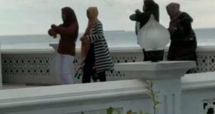 Wanita Joget Di Masjid