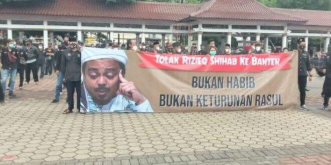 Demo Penolakan Habib Rizieq Di Alun Alun Barat Kota Serang