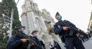 Polisi Berjaga Setelah Terjadi Serangan Di Sebuah Gereja Di Nice