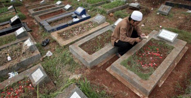 mengaji kuburan