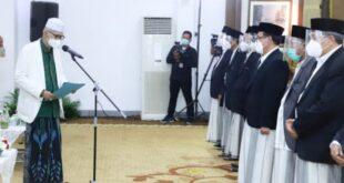 ketua umum mui kh. miftachul akhyar mengukuhkan pengurus mui provinsi jawa timur