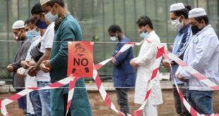 muslim di italia sholat idul fitri dengan mengenakan masker 200603122411 433