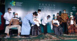 Para kiai dan anggota PWNU Jawa Timur jalani vaksinasi Covid 19 produksi AstraZeneca