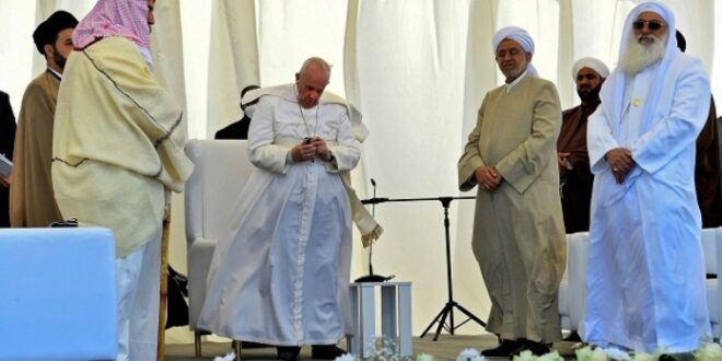 Paus Fransiskus dengarkan lantunan ayat suci Alquran saat berkunjung ke kota Ur Irak Selatan
