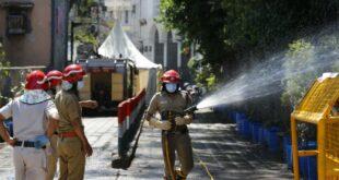 petugas pemadam kebakaran menyemprot disinfektan di nizamuddin di new 200403074051 289