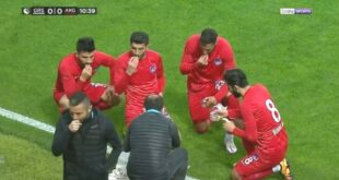 buka puasa pemain sepakbola turki di tengah pertandingan
