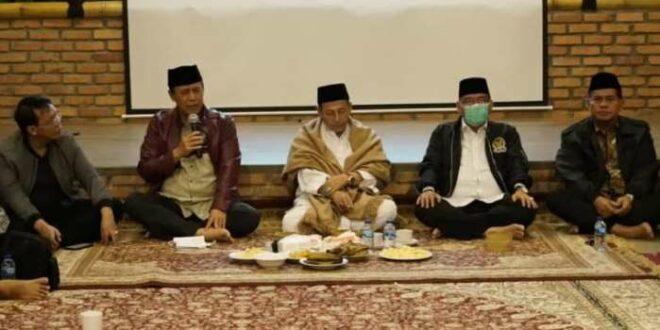 Kepala BNPT dan Habib Luthfi bin Yahya di acara dialog kebangsaan di Sukajaya Bogor.