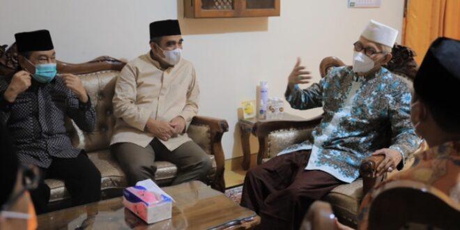 Sekjen Gerindra Ahmad Mujani silaturahmi ke kediaman KH Miftahul Akhyar