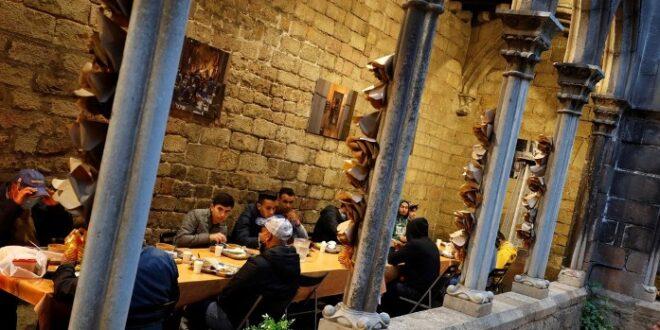 Buka puasa bersama di Gereja Katolik Santa Anna Barcelona