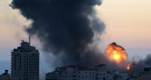 gedung gedung terbakar di gaza setelah dihantam rudal israel