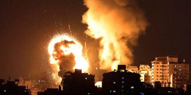 Rudal rudal Israel menghancurkan pemukiman di Gaza