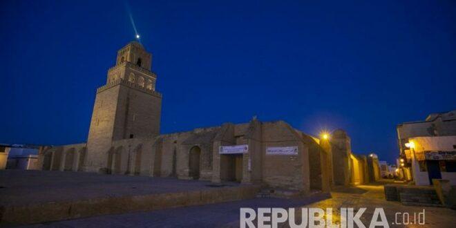 masjid agung kairouan tampak kosong karena tindakan untuk membendung 200521195349 374