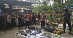 barang bukti yang ditemukan dari terduga teroris di bogor