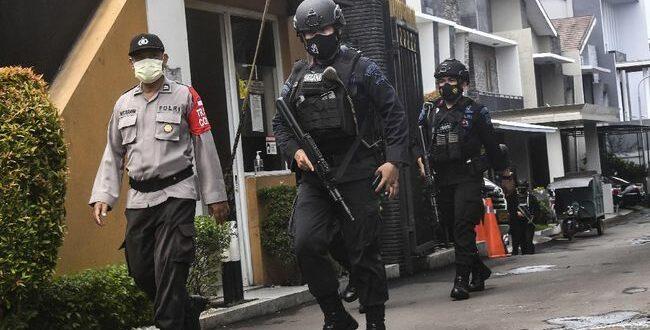 Densus 88 gerebek terduga teroris
