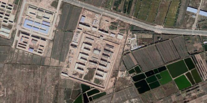 Kamp penahanan massal Musllim Uighur yang diambil dari satelit
