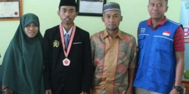 Shalahuddin Al Ayyubi bersama keluarga