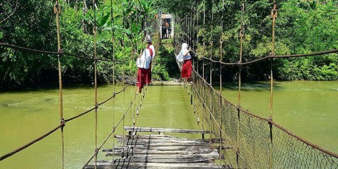 jembatan rusak di mamasa