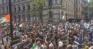 pengunjuk rasa pro palestina berkumpul di luar downing street