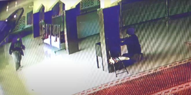 rekaman cctv sejoli di maros mesum di masjid dan curi kotak amal bakridetikcom