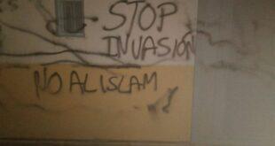 Coretan anti Islam di Masjid di Kota Cabezo de Torres Murcia Spanyol