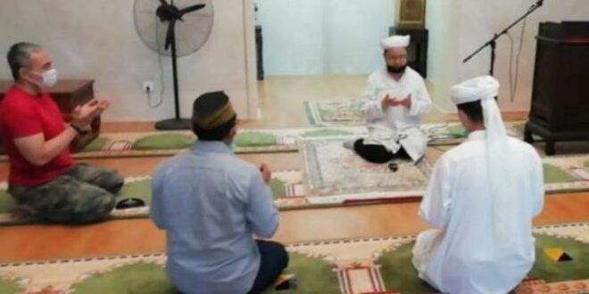 Doa bersama di Masjid Songyu Beijing China