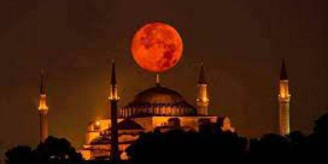 bulan purnama penuh supermoon di atas hagia sophia