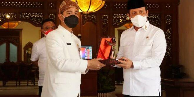 Kepala BNPT Komjen Pol Dr Boy Rafli Amar MH dan Walikota Solo Gibran Rakabuming Raka