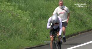 Patrick Moster belakang saat mendukung Nikias Arndt di nomor time trial pria Olimpiade Tokyo Moster teriakkan kata rasialis