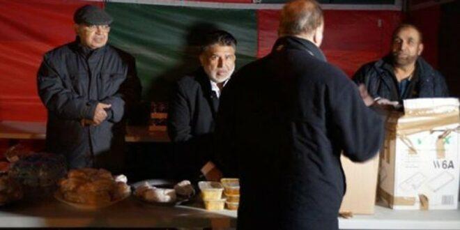 komunitas muslim birmingham membagikan makanan gratis saat natal
