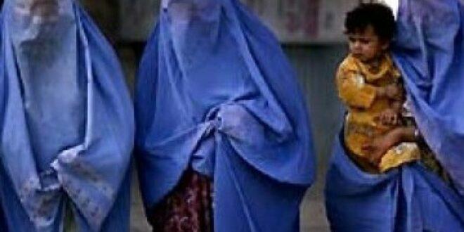 wanit dengan mengenakan burqa ilustrasi