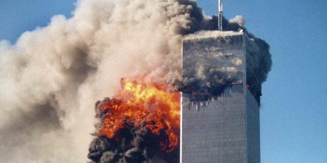 Menara kembar WTC saat diserang teroris