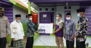 Serah terima bantuan rumah dari Laznas Baitulmaal Muamalat kepada mantan pengikut aliran Hakekok Balakasuta